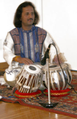 Clicca per immagine full size  ==============  PASSAGE FROM INDIA: Angshubha Banerjee (tabla) dal concerto